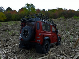 Land Rover - Defender 90